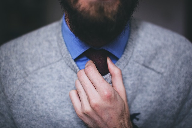 úprava kravaty elegána