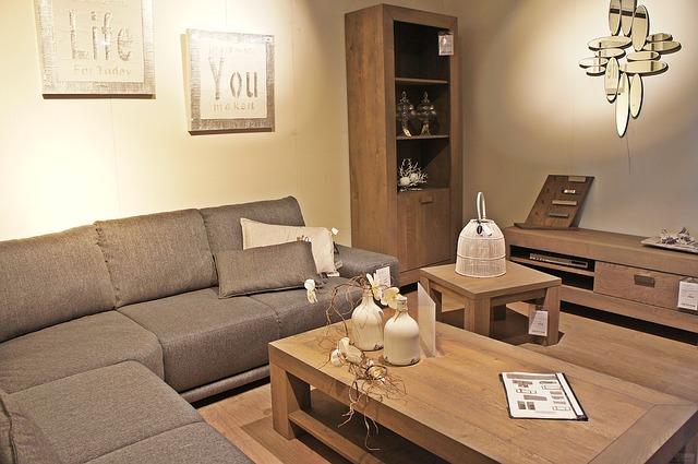 nepohodlná sedací souprava v obýváku