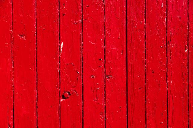 pohled zblízka na dřevěná vrata